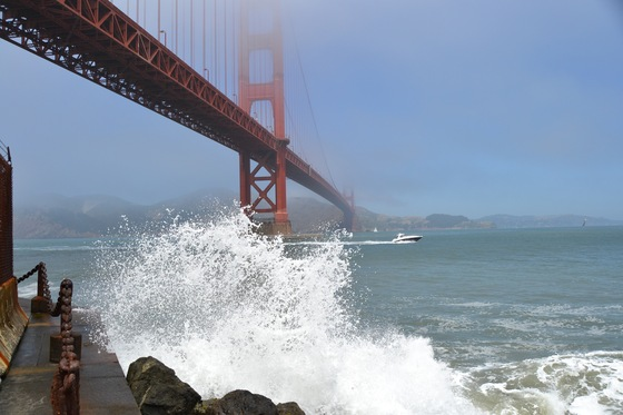 California - Mare agitato sotto il Golden Gate Bridge - di occhi di gatto 78