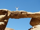 Eccomi ' presso 'The Rock Bridge of Burdah in the Wadi Rum' - deserto di wadi rum