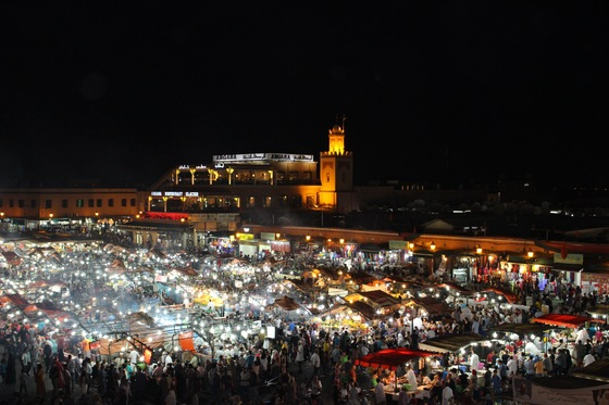 Erg Chebbi - Marrakech - Piazza Jemaa El Fna by night - di Monica Calzavara