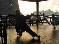 Tai chi all'alba - Halong Bay