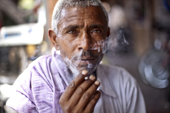 India - Smoking man - di maxssimo