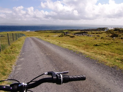 Cycling Inis Oirr