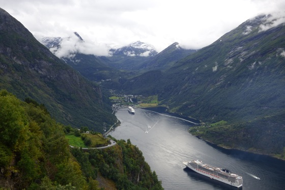 Viaggio on the road - Geiranger vista dall'Ørnesvingen - di kagno87