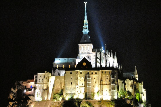 Viaggio on the road - Notturna su Mont St. Michel - di Verandrea