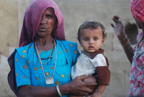 India - Nonna e nipotino. Rajastan. India - di arabafelix
